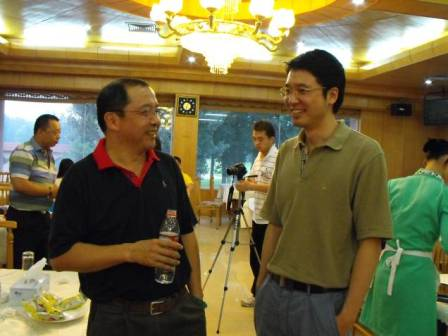 RCC瑞达恒大客户部总监姚一与固力总经理赛后愉快交谈