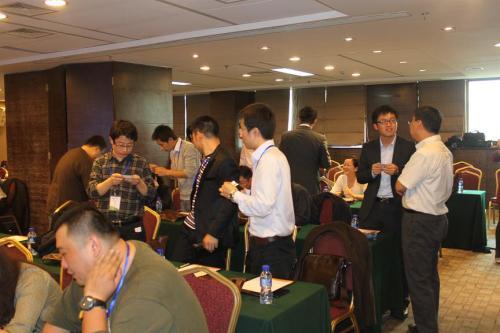 活动前互相交流(上海RCC关系网老友会)
