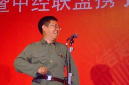 华业地产副总裁陈云峰表演节目
